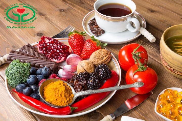 Chế độ ăn giàu chất chống oxy hóa giúp hỗ trợ điều trị đục thủy tinh thể